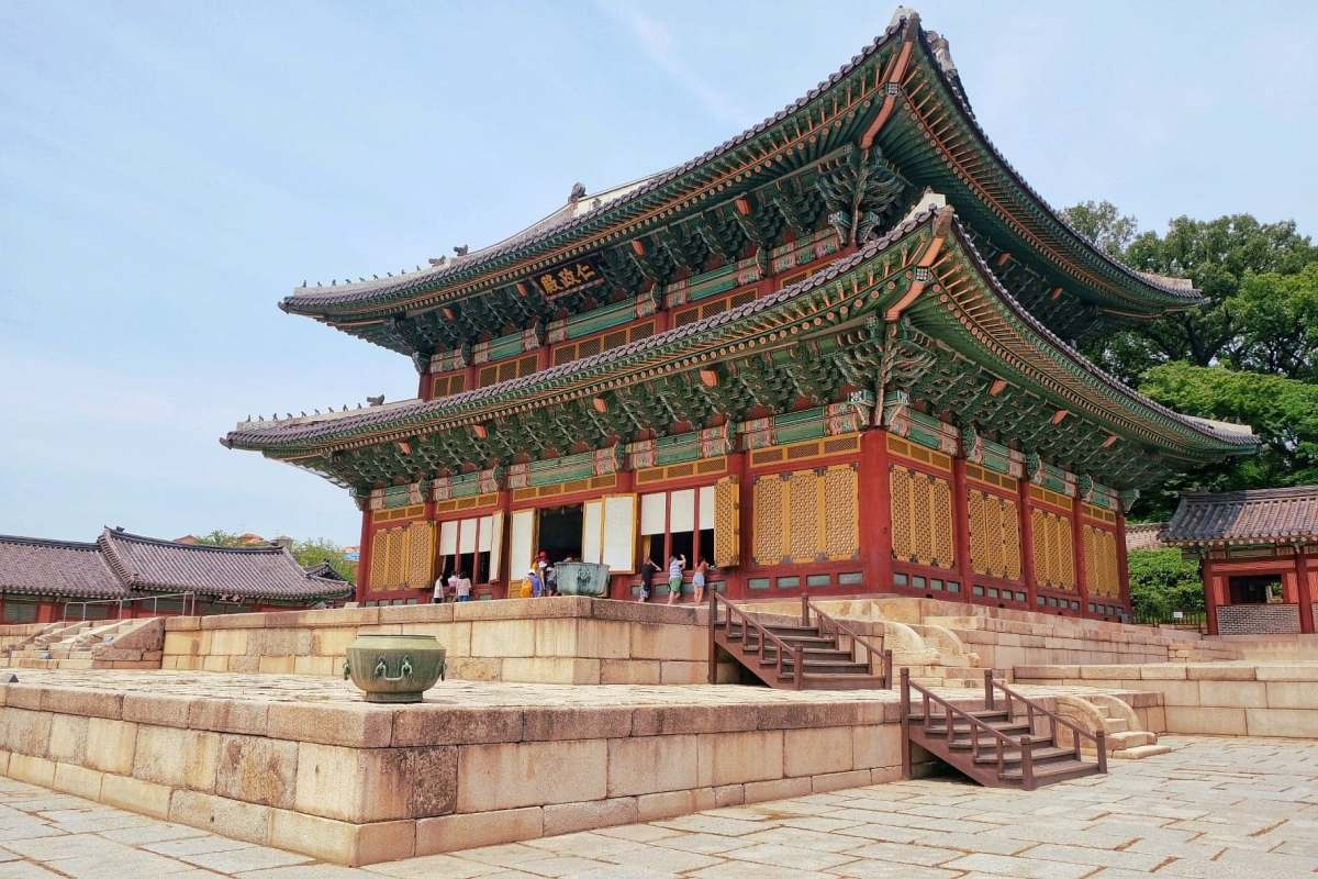Ancient Beauty in Modern Seoul